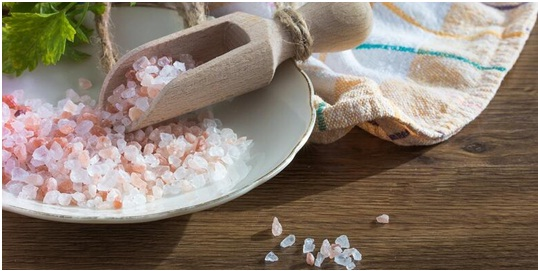 راهنمای کامل اندازه گیری نمک در غذا